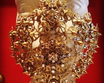 Golden spiked crystal mask