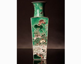 Chinese Vase verte square marked 'Kangxi'