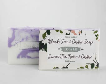 Black Tea & Cassis scented vegan soap with exfoliating poppy seeds