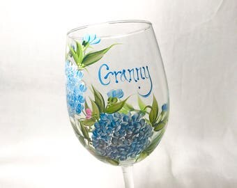 Free shipping Hand painted hydrangea  floral wine glass for granny sisters mother grandma aunt sister in law daughter friend bridesmaids
