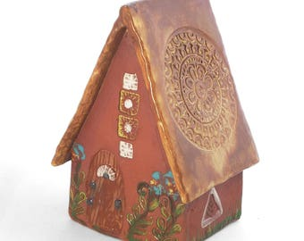 Terra Cotta Fairy Cottage with Medallion Roof