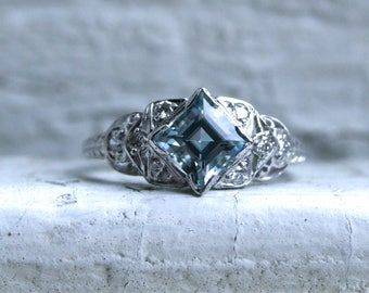 Vintage Art Deco Aquamarine and Diamond Ring Engagement Ring in Platinum - 1.24ct.