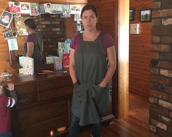 Women's pinafore apron