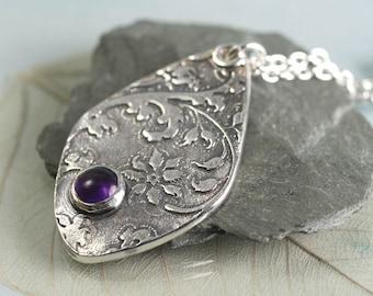 Drop Pendant in Fine Silver - Vintage Flower Pattern with Amethyst Stone