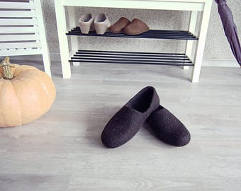 READY to SHIP Eco friendly handmade felted mens slippers in natural dark brown wool - best gift for dad size EU42/US men 8.5