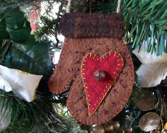 Rustic Felt Mitten with Country Heart Christmas Ornament