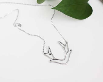 Antler   .  Silver antlers necklace. Glass deer necklace. Horn necklace. Antler boho jewelry. Antler statement necklace. Bohemian necklace