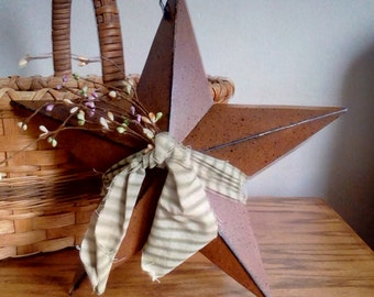 Rusty Barn Star Pastel Pip Berry Wall Hanger Primitive Decor