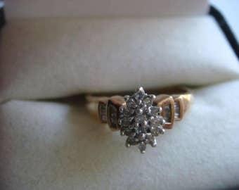 10k Ring w Diamonds