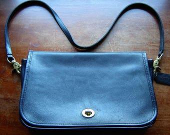Vintage Coach black leather bag shoulder messenger bag purse detachable strap inside zip pocket plus xtra slide in pocket in front