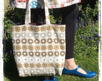 Vintage barkcloth velvet lined tote bag - brown daisy flower
