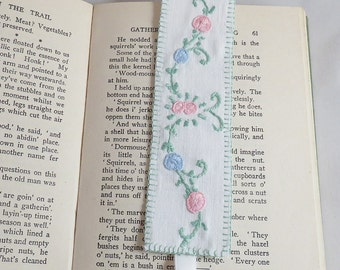 Embroidered Bookmark - re-stitched from vintage linen by Lynwoodcrafts