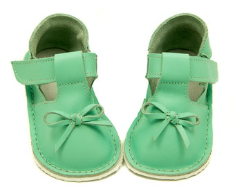Mint Toddler leather slippers, rubber sole, velcro fastening, support barefoot walking, sizes EU 16 to 24 - US 2 to 7.5