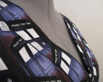 Dr WHO scrub top size XL