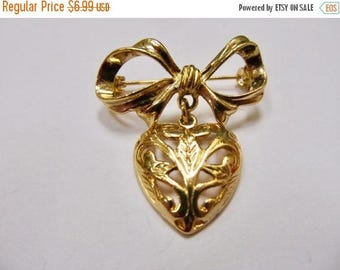 On Sale Vintage Ornate Dangling Heart Pin Item K # 1870