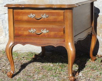 Mid Century French Provincial End Table *FREE SHIPPING*