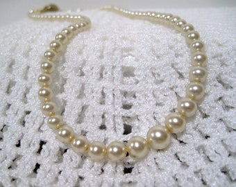 Cream Vintage  Pearl & Gold Necklace, Simple Elegant, Wedding, 15 inch, gift Box, Graduation, Free Shipping