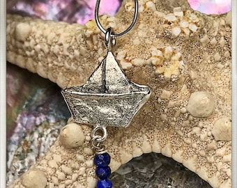 Pendant boat paper silver and lapis lazuli. Paper boat necklace silver and lapis lazuli. Pendant silver boat. Necklace silver boat.