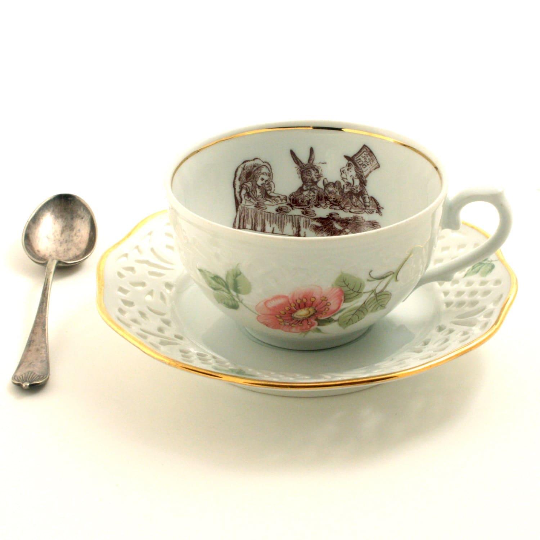 alice au pays des merveilles tea party tasse th alt r e. Black Bedroom Furniture Sets. Home Design Ideas