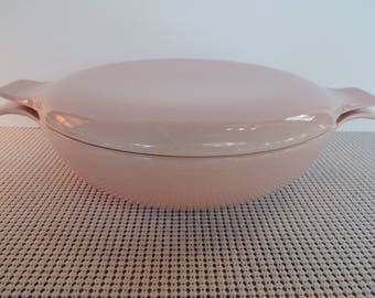 Covered casserole, Pebbleford Pink, Taylor Smith and Taylor, TS&T, Beautiful condition, Vintage