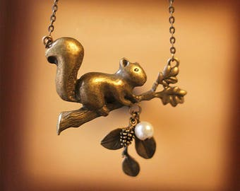 Vintage forest squirrel pearl necklace 0310