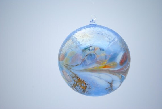 e00-63 Large Iridescent Ornament Light Blue