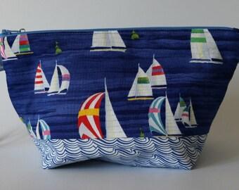 Small zipped wedge bag sailing boats