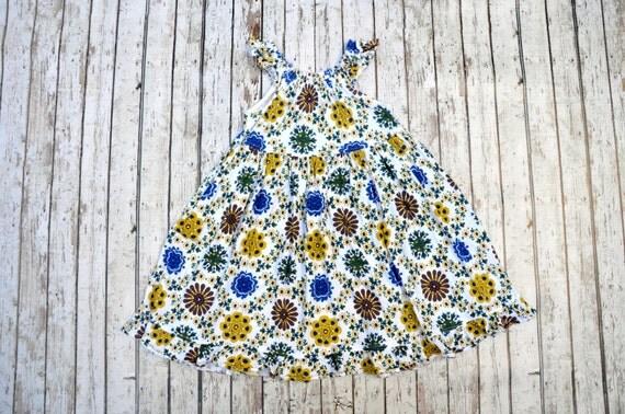 Knit Flower Medallion Dress 2/3