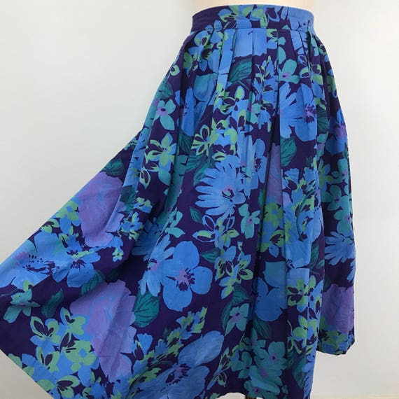 """Vintage skirt flared cotton skirt high waist blue cotton floral print 26"""" waist 1980s does early 1950s indigo navy flowery 50s style"""