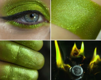 Eyeshadow: Keeping The Secret Of The Green Flame - Dragonblood. Bright light-green eyeshadow by SIGIL inspired.