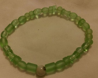 Green glass bead & Flower bead stretch Bracelet