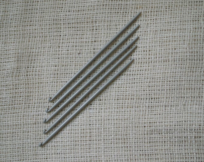 Knitting Needles with Hooks at the End - Traditional Portuguese Knitting 4.5 mm