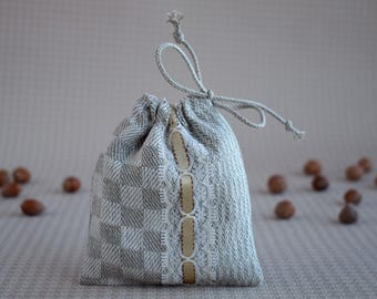 Small drawstring pouch for bracelet Fabric jewelry gift bags for bridesmaids Natural linen pouch with lace and lining