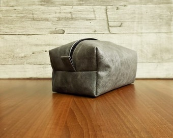 mens toiletry bag, leather dopp kit, groomsman gift, personalized shaving bag, travel, distressed leather, rustic, wash, gray cosmetic bag,