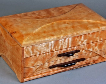"Jewelry box - ""PRINCESS III"" - in quilted Western Big Leaf Maple"