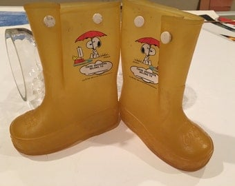 Awesome vintage snoopy and Woodstock rain boots – very cool comic details – 1965