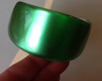 Bangle - funky plastic bangle green