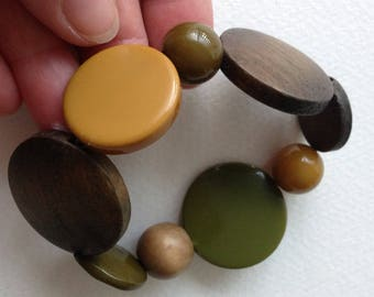 Green mustard plastic disc and wood disc beaded bracelet