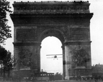 Charles Godefroy flies through Arc de Triomphe, Paris, France 1919