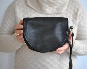 Vintage MESSENGER LEATHER BAG..............(033)