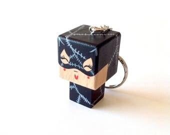 """Porte-clés Figurine cubique Super-Héroïne """"Catwoman """" - peinte à la main"""
