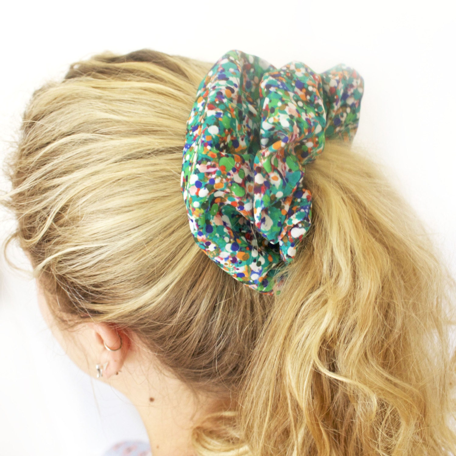 Sally Beauty offers a wide selection of hair accessories to help you manage, care, and get the hair style you want. Find rubber bands, ponytail holders, bobby pins, clips and barrettes, head wraps, and more.