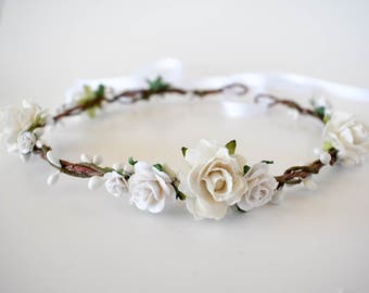 White floral crown. White bridal crown. Rustic flower crown. Wedding headpiece. Bridal flower crown. Bridal hair wreath. Bridesmaids circlet