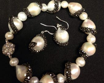 Natural freshwater pearl set / bracelet and earrings