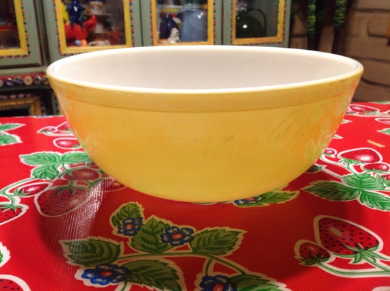 Vintage large Pyrex yellow mixing bowl by ApronForest on Etsy