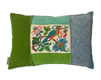 Living cushion made of vintage Dutch aabe wool blankets and embroidery of birds 40-55 cm