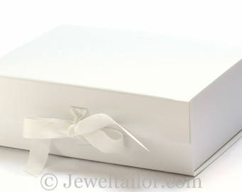 NEW! Luxurious Extra Large White Grosgrain Ribbon Tie Quality Gift Box 33cm ~ An Ideal Weding Gift, Keepsake or Presentation Box