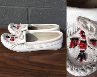 Vintage Beaded White Moccasins Red and Black Minnetonka Size 6.5 Bohemian Native American Western Southwestern Hippie Festival