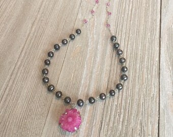 Hand beaded necklace black pearls~faceted pink topaz~pink solar agate geode 19""