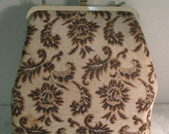 VERY CUTE Vintage Tapestry Handbag, Peach Silk Interior  - Lovely!!
